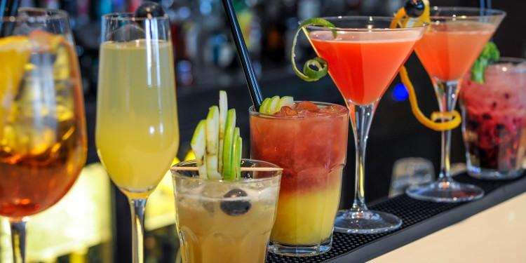 4 cócteles perfectos para el calor en vacaciones
