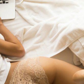 Cómo seducir a un hombre sin enviarle una sola nude