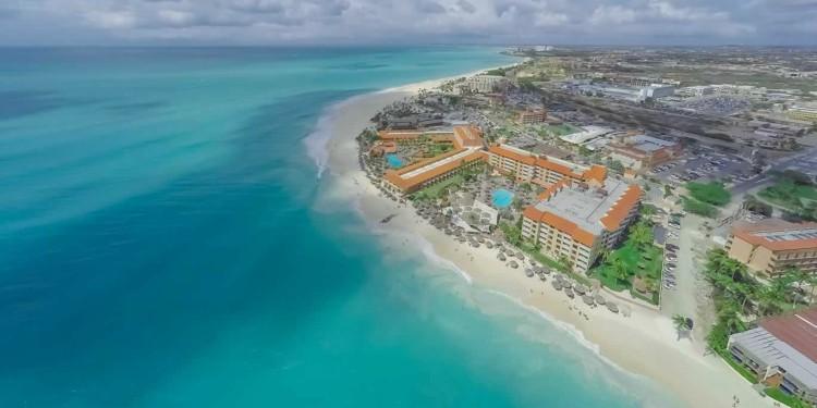 En Aruba los padres descansan y los niños aprenden