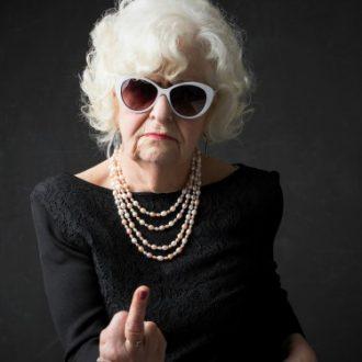 ¿Cómo insultar con clase? ¡Mándalos al carajo como toda una dama!