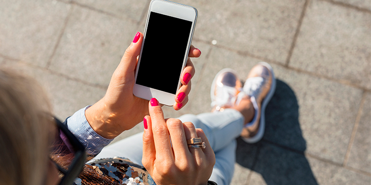 Gama Baja de Iphone para la aparente clase media.