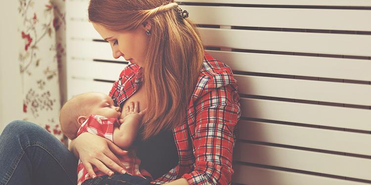Lactancia materna e implantes mamarios, ¿polos opuestos?