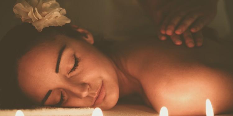 """""""Happy ending"""" masajes para las mujeres ¡Lo mejor!"""
