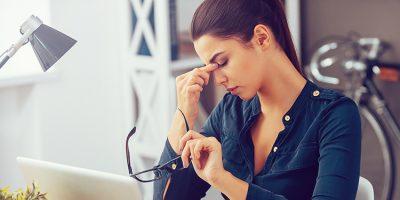 ¿Cómo disimular las ojeras y bolsas de los ojos?