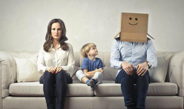 Señales de que tu pareja sigue contigo por lo niños y no por ti