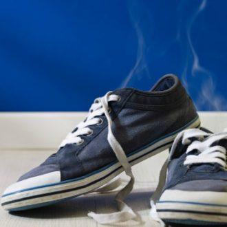 Tips para eliminar el mal olor de tus zapatos favoritos