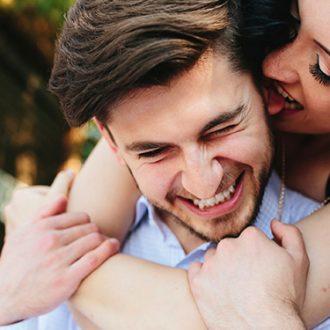 ¿Por qué besamos las mujeres?