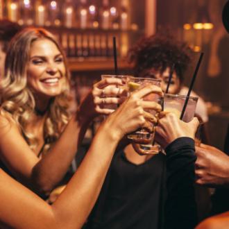 ¿Cómo beber y no amanecer enguayabada? ¡Diviértete sin arrepentimientos!