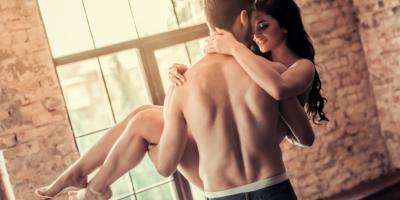 13 razones para tener sexo en la mañana. ¡Un beso de desayuno y algo más!